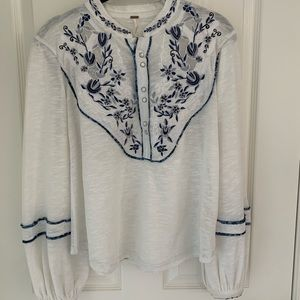 Free People White/Blue Pearl Button Boho Top